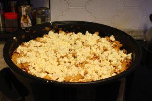 Pfanne mit Schafskäse, Paprika, mariniertem Hähnchenbrustfilet