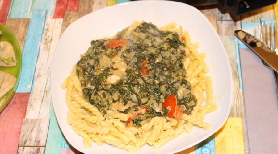 Hähnchenbrustfilet mit Pasta und Käse-Spinat-Creme